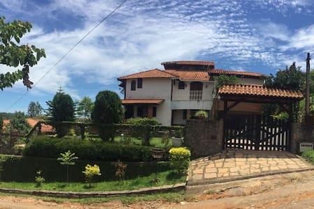 A casa de campo de sua família a 1,5 km do centro - Miguel Pereira - Casa