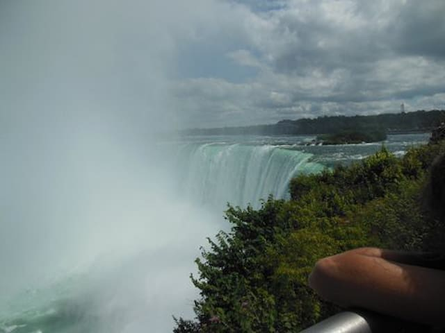 1 hour from majastic Niagara Falls