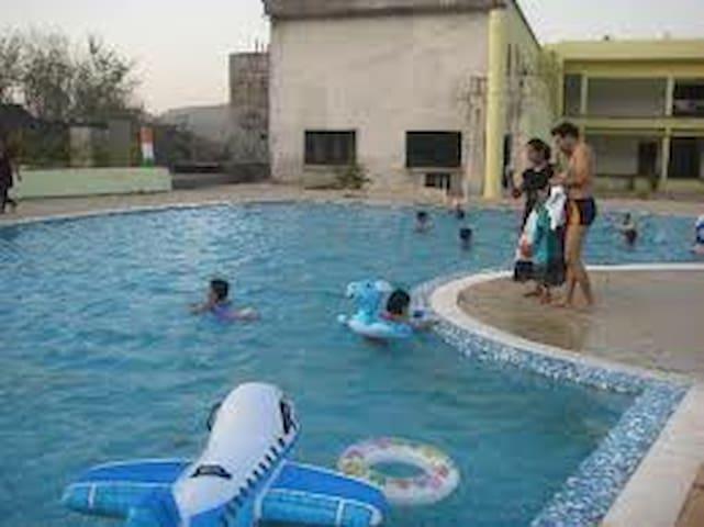 2BHK Villa with common Swimming Pool & Rain Dance - Karjat - Bungalow