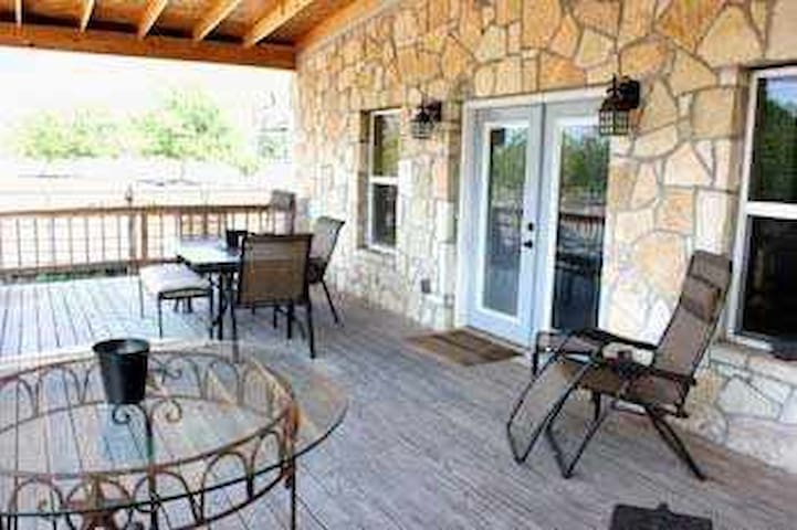 Hill Country Hide-Away (Rock House) - Bandera - Hus