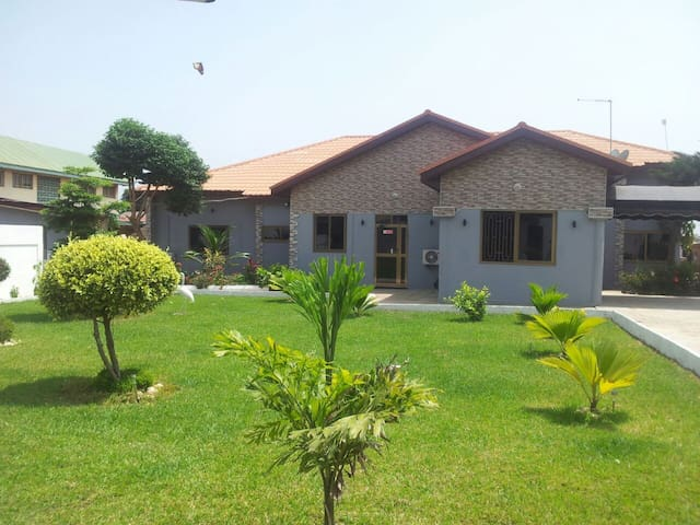 Kings Premier Lodge - Accra - Rumah Tamu