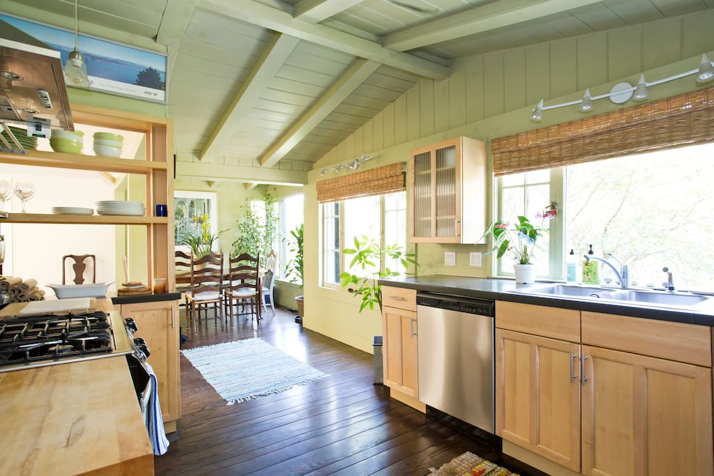 Great Kitchen All that you will need to cook away !