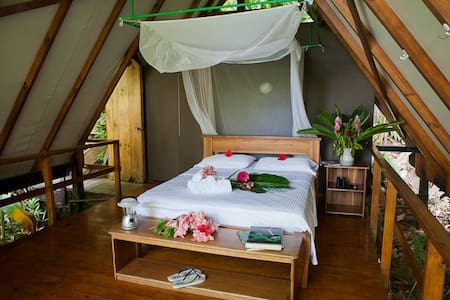 OSA Rainforest Treehouse Tiki Huts - Carate - Bed & Breakfast