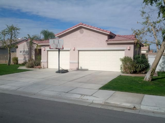 Like staying with family! 2BD1Bath - Thermal - House