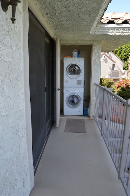 Private washer/dryer off master