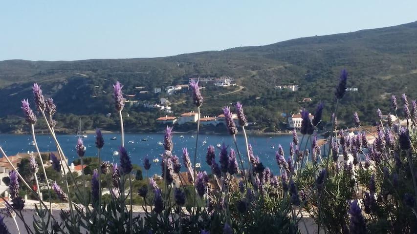 Cadaques, trendy apartment & terrace & sea views!