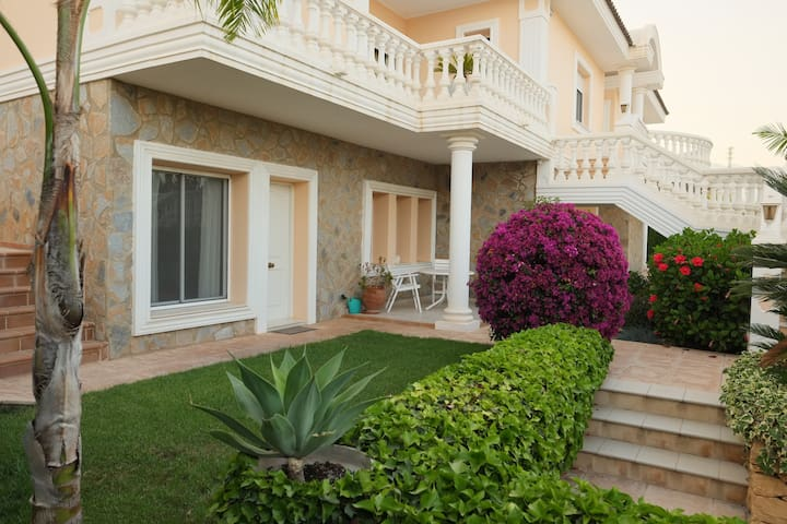 Beautiful Studio Apartment (50m²), La Nucia, Altea