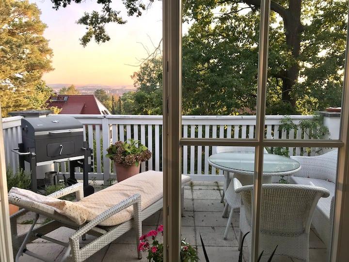 Stilvolles Villa-Apartment mit Balkon & Traumblick