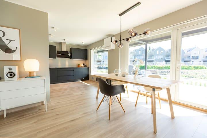 Nyere leilighet (103 kvadrat) med høy standard
