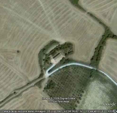Campagna a 9 km dal mare - Lapedona - Rumah