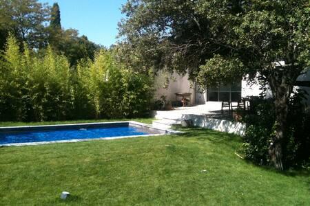 Villa d'architecte avec piscine - Saint-Marc-Jaumegarde