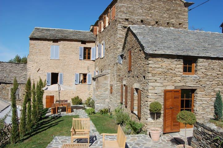 Maison d'exception en Corse pour 10 - Castello-di-Rostino