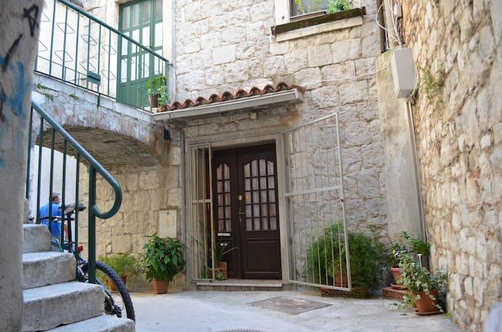 Heart of Split Heritage Apartment