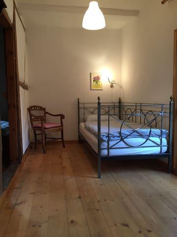 Durchgangszimmer, (8qm) zum Doppelschlafzimmer