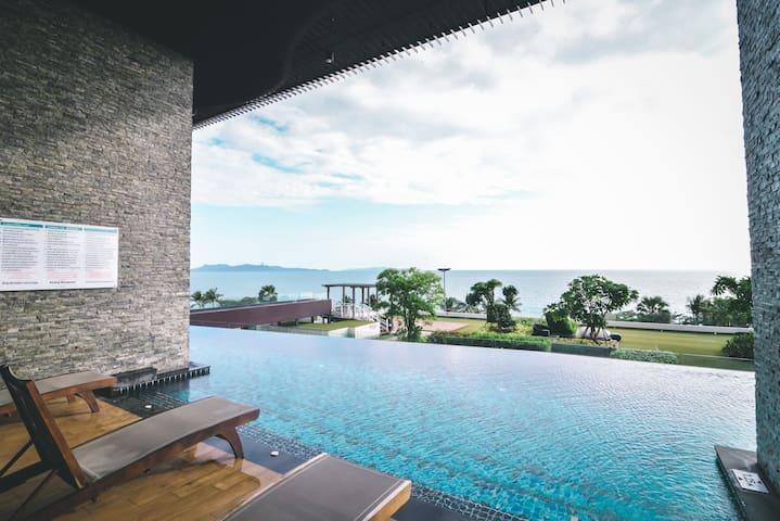 【Pattaya Cetus】长租优惠临海高端一居公寓 超高精装修 中天海滩 高空海景 配套无边泳池