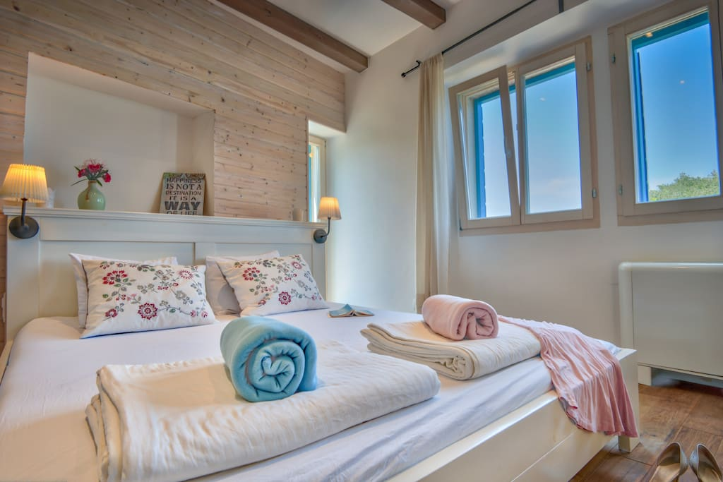 Cosy double bed serves for a relaxing sleep.