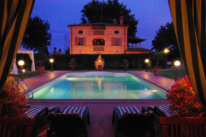 Villa Holiday or Wedding in Tuscany - Foiano della Chiana