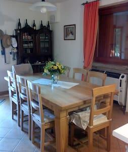 casa vacanze zona molto tranquilla - Province of Brescia - Hus