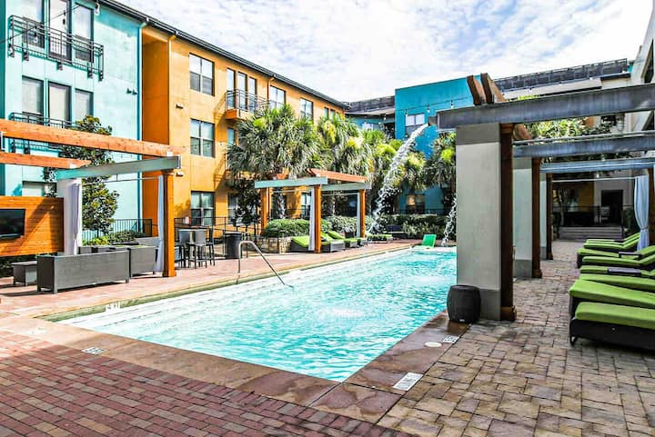 Elegant Sunset View 1BD | Pool, Gym and Parking
