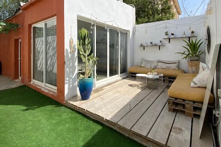 Beach front single storey appartment with terrace!