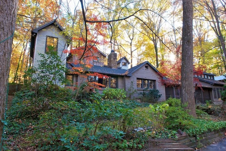 Cabin/compound in the woods - Winston-Salem