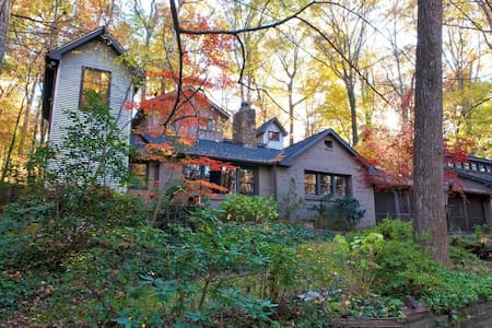 Cabin/compound in the woods - Winston-Salem - Talo