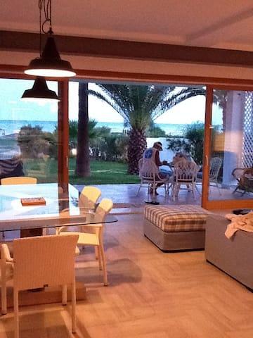 Villa avec jardin pieds dans l'eau - Route touristique Nabeul-Hammamet - Ház