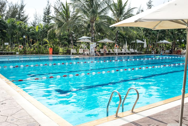 Sunny 2BR Apt + Amazing Swimming Pool - Ho Chi Minh City - Apartment