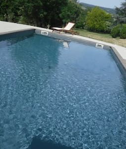 Demeure de charme, piscine chauffé - Fleurie - Huis