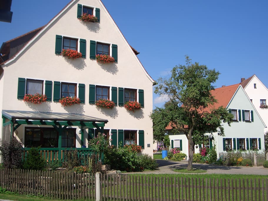 Holiday flat house in franconia free wifi houses for for Big houses in germany