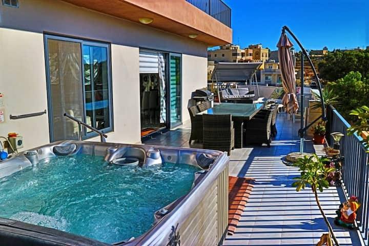 Stunning Views 4 Bedrooms Penthouse in Marsaxlokk