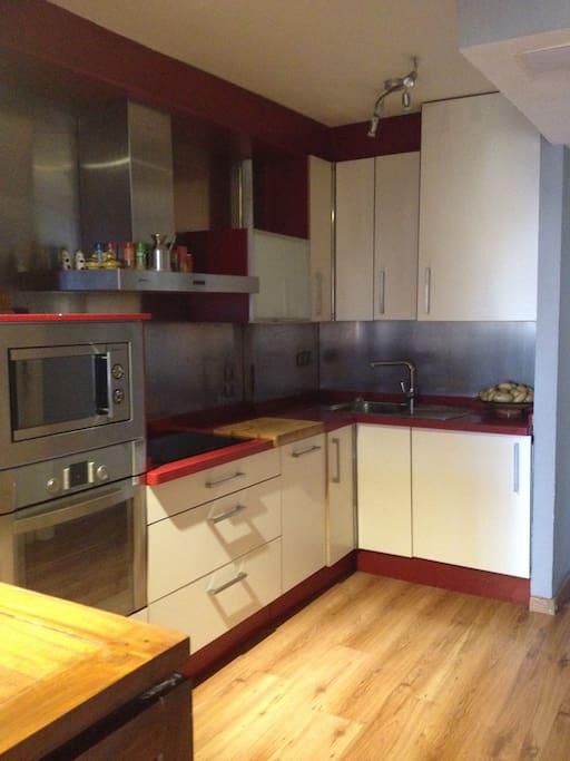 Moderna cocina totalmente equipada