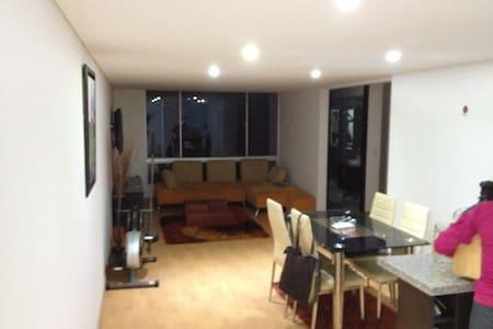 Habitación privada en casa familiar - Bogotá