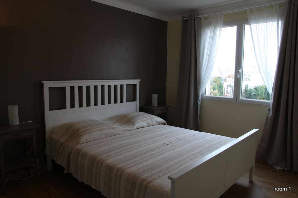 room 1 with one double bed 160/200m