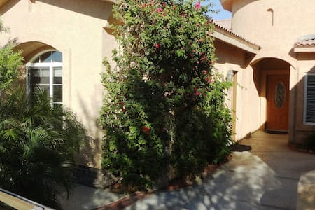 Cozy Casita in Central Location - Thousand Palms
