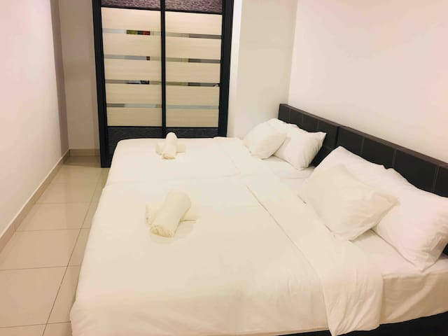 2-4Pax Seaview ComfyLux Homestay @ Gurney, Penang