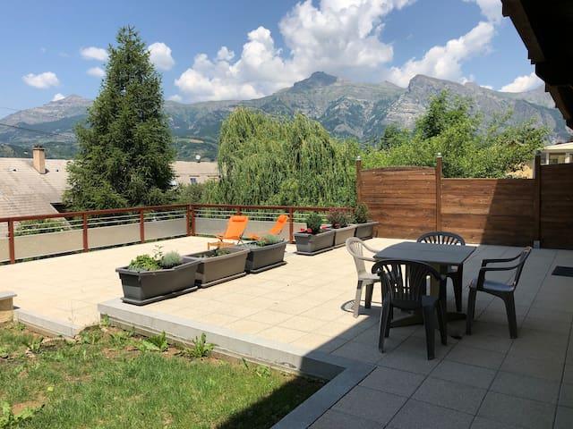 Rez de Maison terrasse à la montagne Āśraya