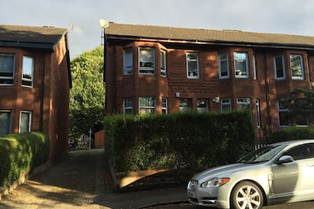 Sunny sandstone flat in motherwell - Motherwell - Appartement