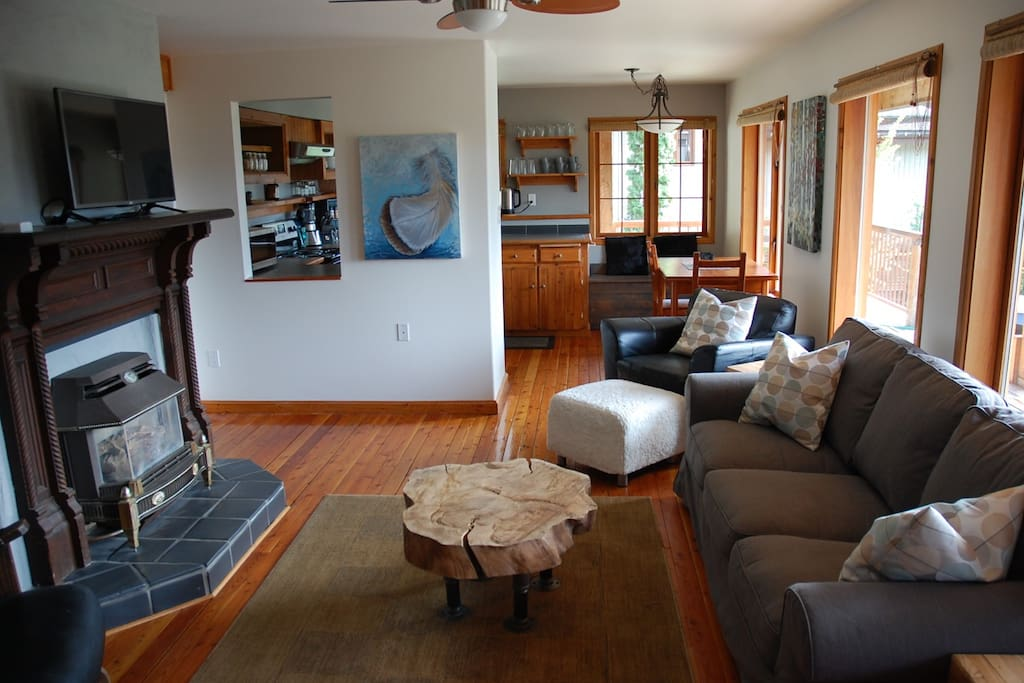 Living room, looking towards the kitchen