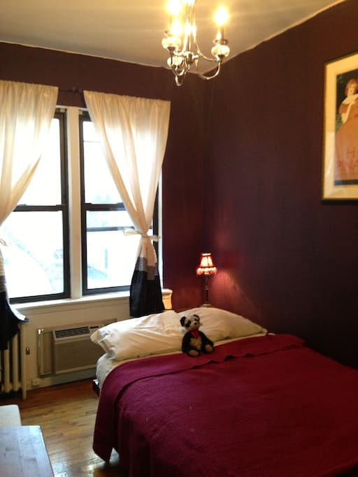 Bedroom with double bed, internet, cable, TV