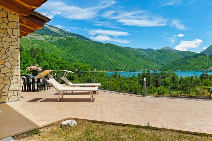 Countryside Holiday Home in Scanno near Museo della Lana