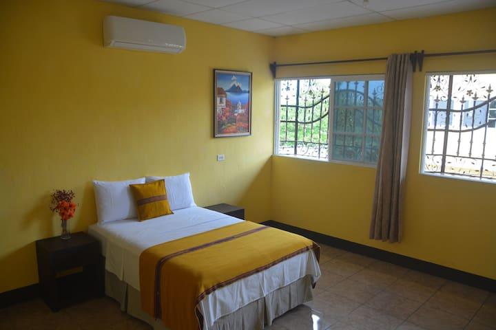 Ixchel room. 1 milla de Flores