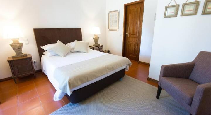 """Villa da Travancinha Hotel Room """"War&Peace"""""""