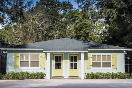 Adorable 2BR 1BA walk to beach!! - Saint Simons Island - 公寓