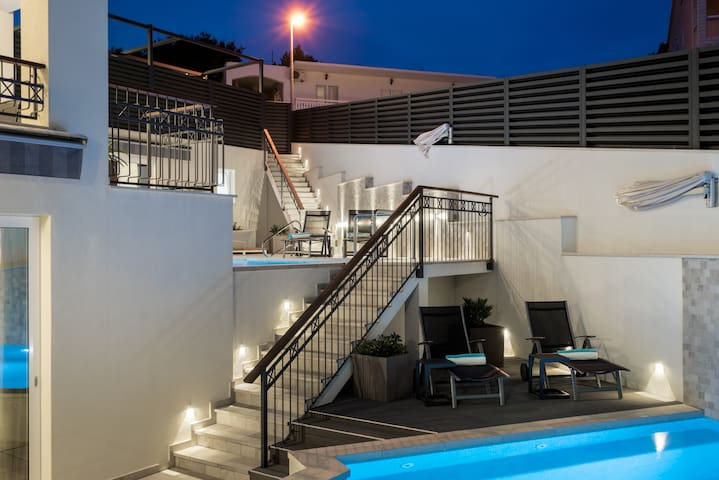 B1 · B1 · Superior app. with one bedroom, terrace, pool view