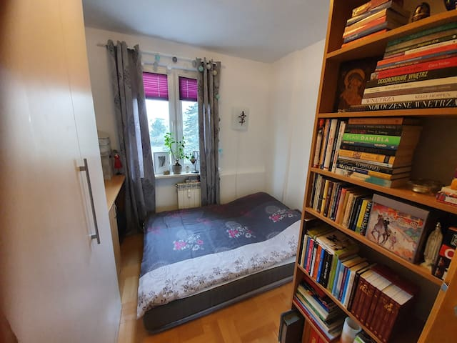 JUST BED for short stay/ close to Mokotow, Wilanow