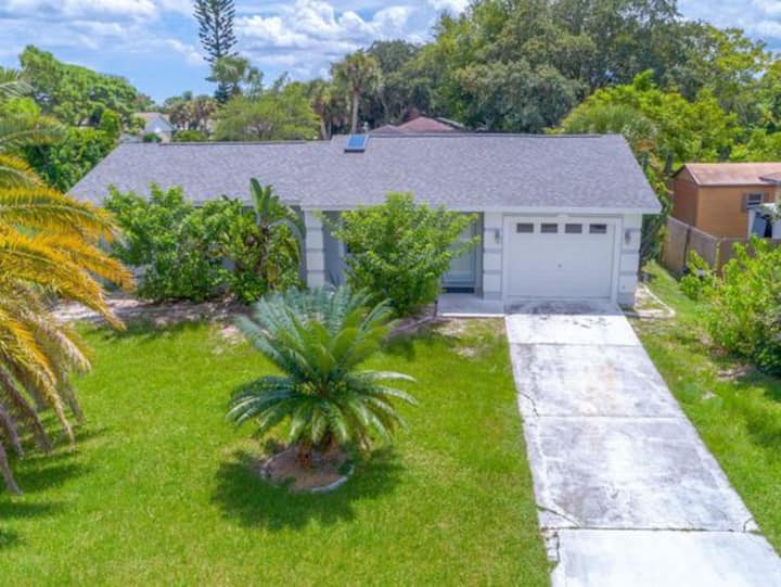 House close to everything-Florida vacation awaits