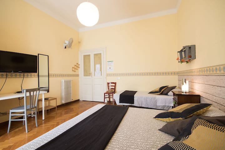 ROOM SHARED BATHROOM NEAR SAN GIOVANNI/COLOSSEO