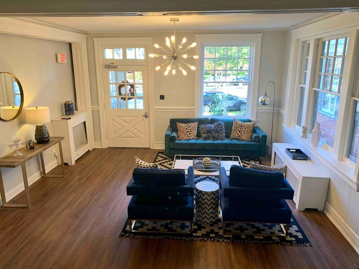 Incredible studio apt. in the heart of Richmond