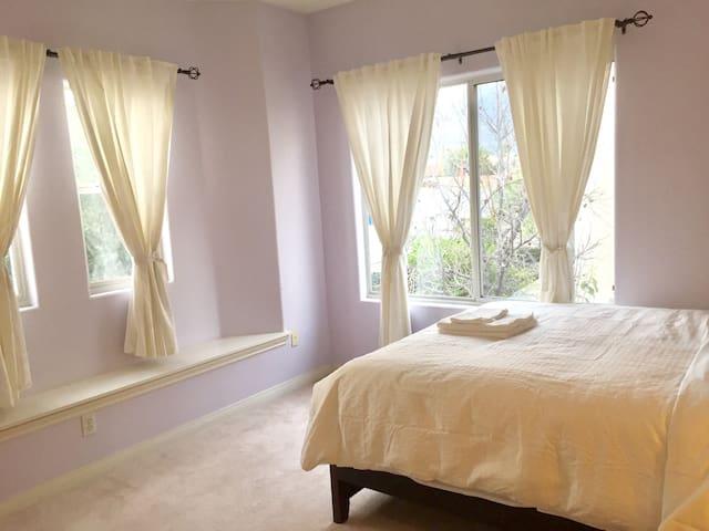 2间雅房2大床住4人2房门囗还配有1间宽敞的起居休闲厅适结伴游小家庭居 - อาร์เคเดีย - บ้าน